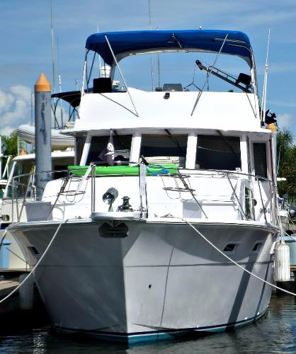 Chris-Craft Constellation 500 Blue Bonnet bow view