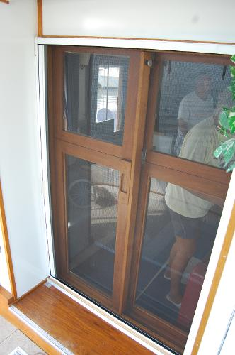 Aft slidng doors w/ roll screen