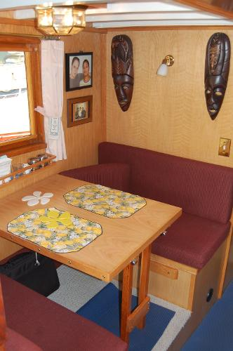 Midships dinette