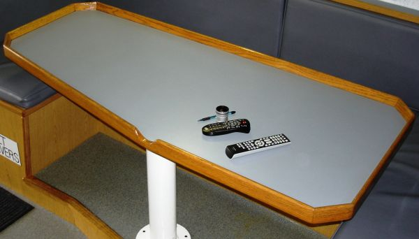 note table rail...if you spill, it does not go in your lap