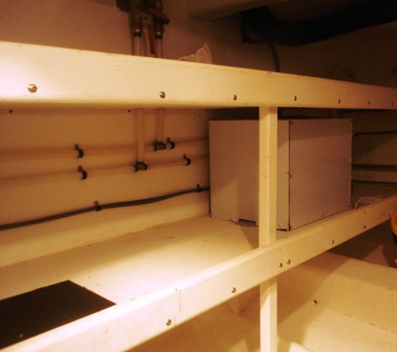 storage built in shelving