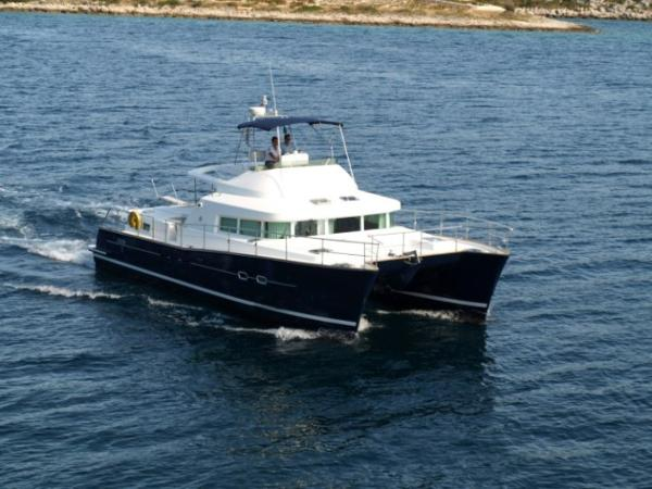 Lagoon Powercat 43