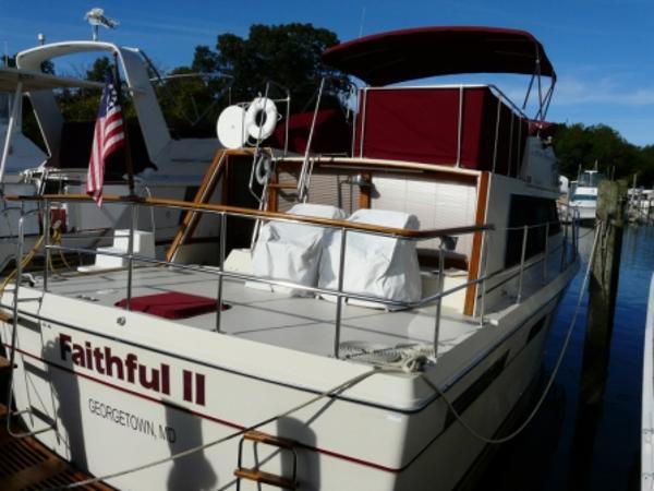 Bayliner 4050 Bodega Profile Starboard