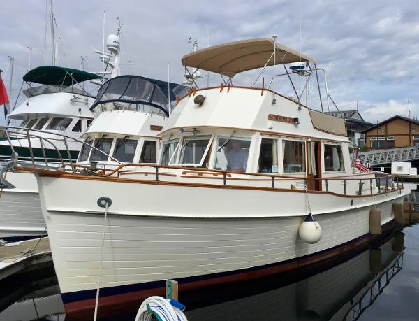 Grand Banks 42 Classic Port bow