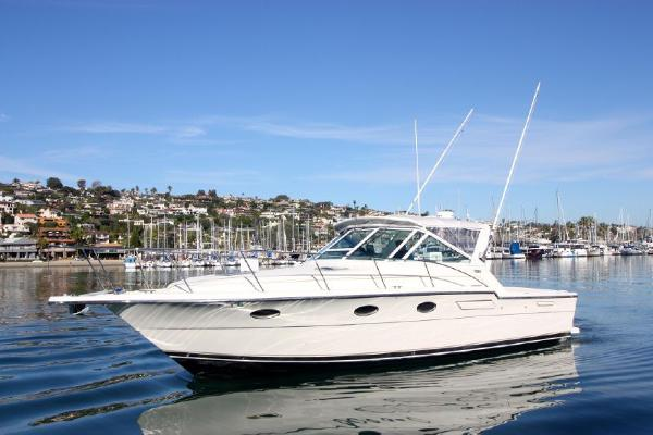 "Tiara 3300 Open ""Loyalty"""