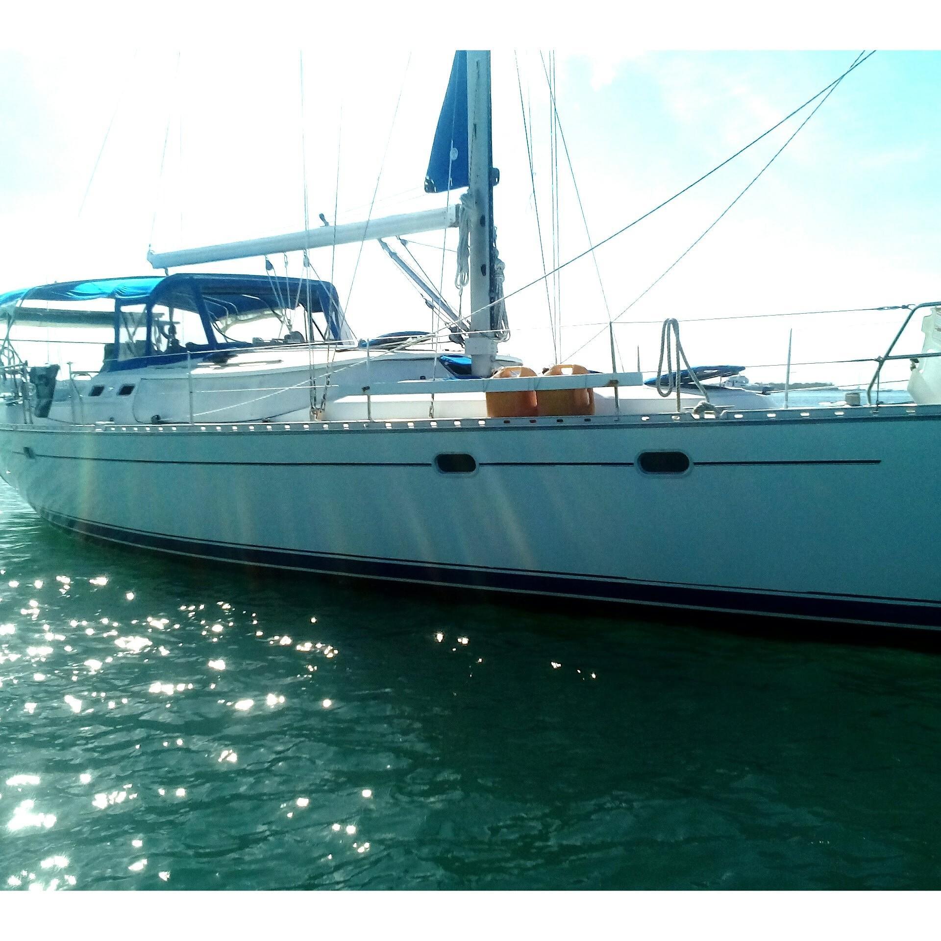 Jeanneau Sun Odyssey 43 DS Profile_Stbd Midships