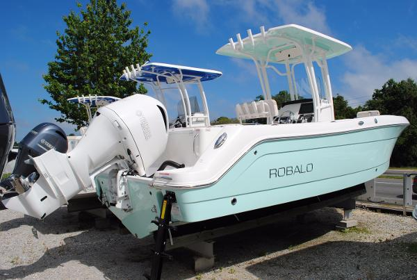 Robalo R242 Center Console 2017-Robalo-R242-Center-Console-Boat-For-Sale