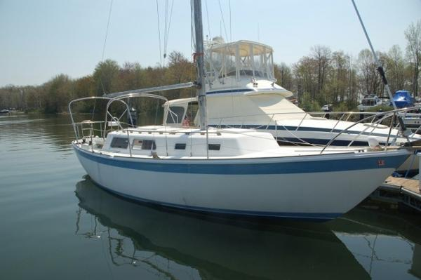 CAL 34 Starboard Bow
