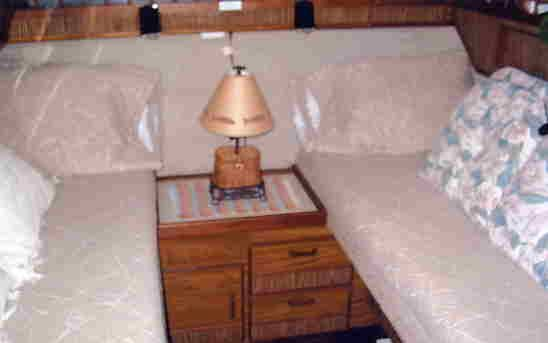 Aft cabin with twin berth