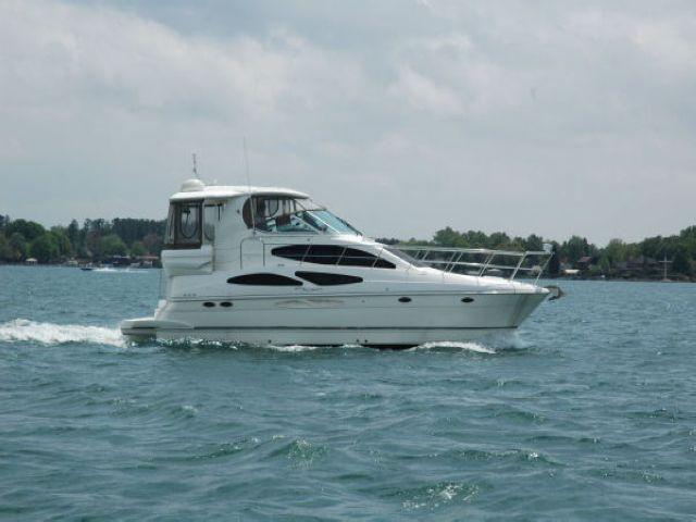 Cruisers Yachts 415 Motor Yacht