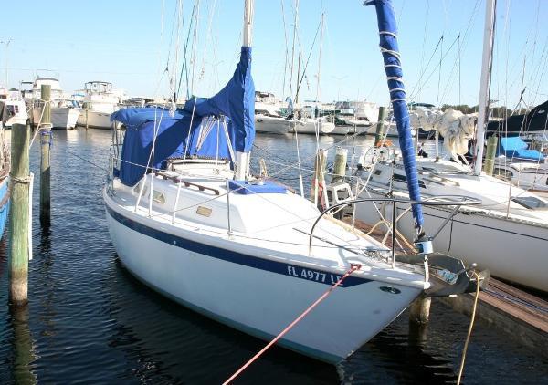 Ericson 27 27' Ericson starboard