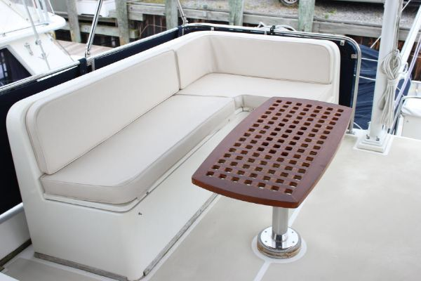 Flybridge L seating w/teak table