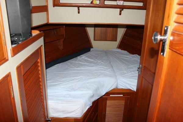 Fwd cabin berth