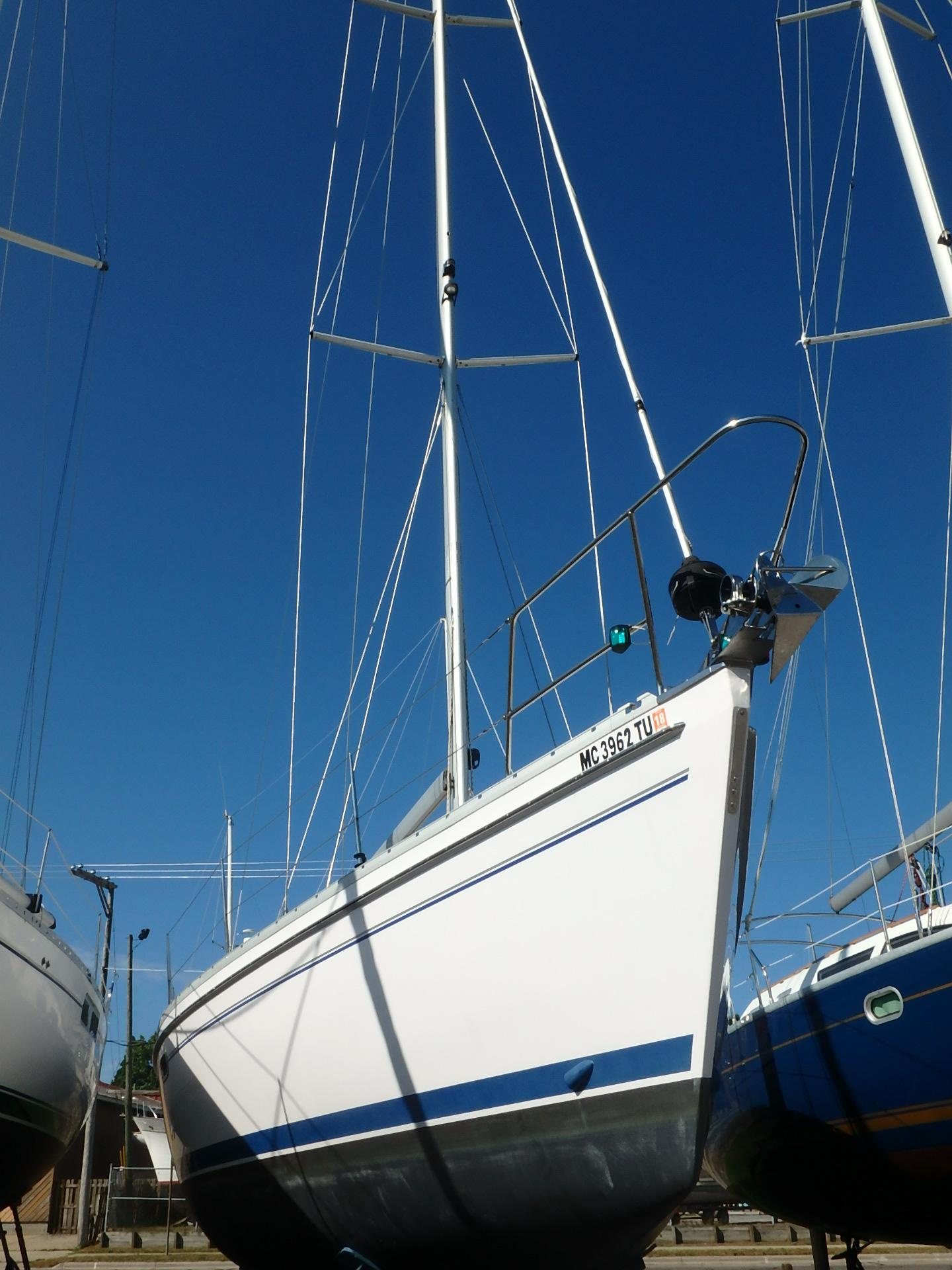Catalina 385 Hull stbd side1
