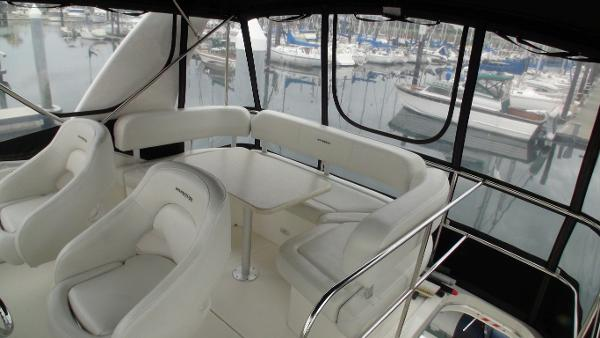 Flybridge seating & enclosure