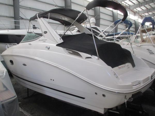 Sea Ray 270 Sundancer Port Quarter