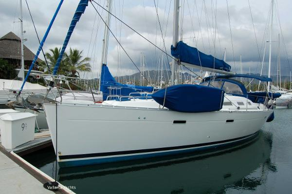 Beneteau Oceanis Clipper 393 At the Dock