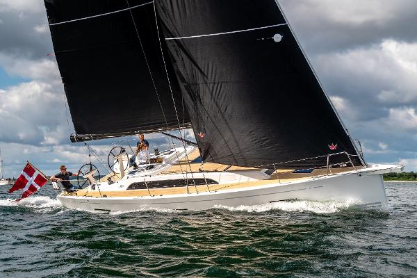 X-Yachts x4.0 Starboard Profile Under Sail