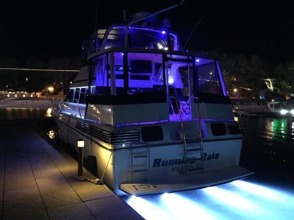 Silverton 46 Motor Yacht Stern LED Illumination