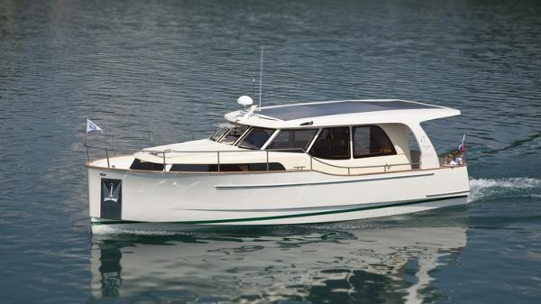 Greenline 33 Hybrid Ready