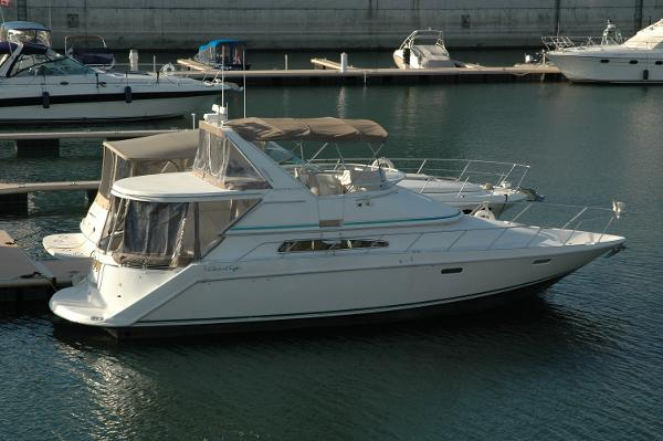 Chris-Craft 421 Continental Starboard