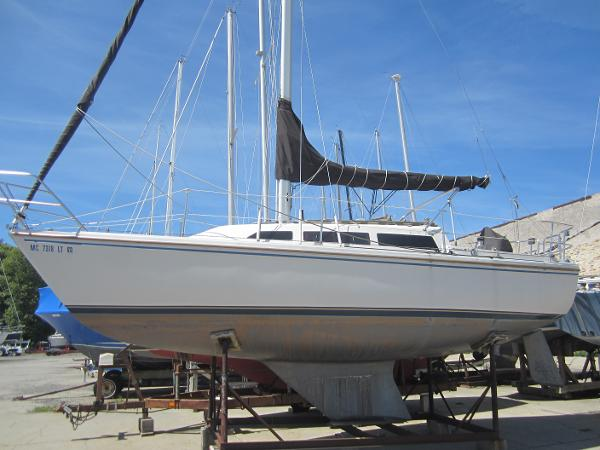 Catalina 27 Port side amidships