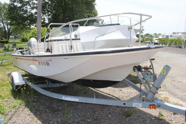 Boston Whaler 17 Montauk Stbd view