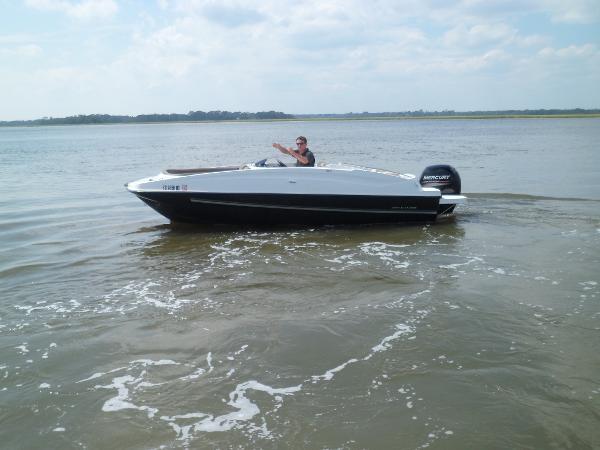 Bayliner 190 Deck Boat PORT UNDERWAY