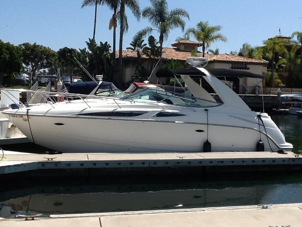 Bayliner 300 Port side view