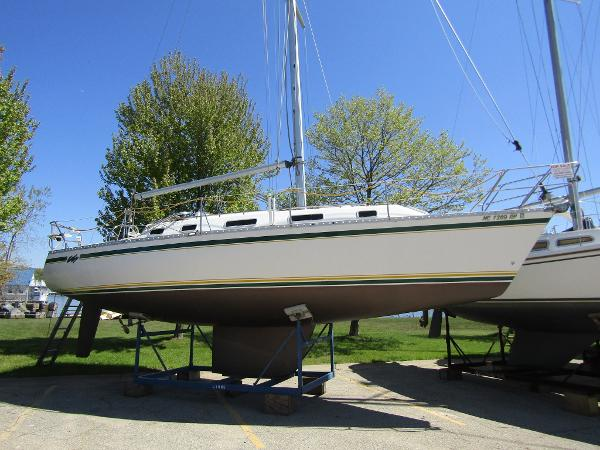 Canadian Sailcraft CS 34 Exterior Profile