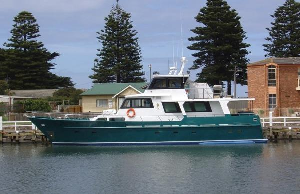 Custom Cruiser 67'