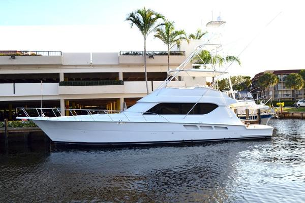 Hatteras 65 Convertible with 3412 Cats