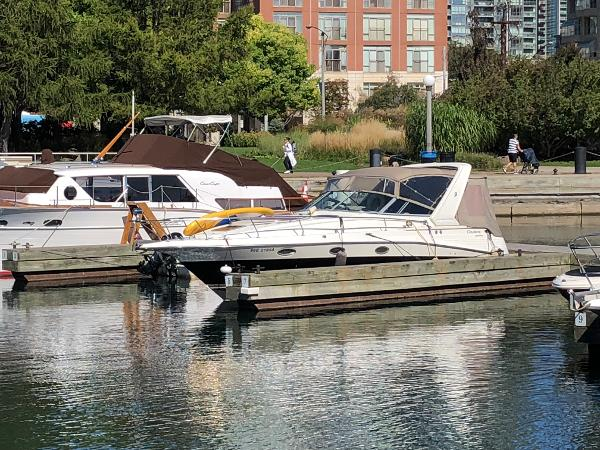 Cruisers Yachts 3070 Rogue
