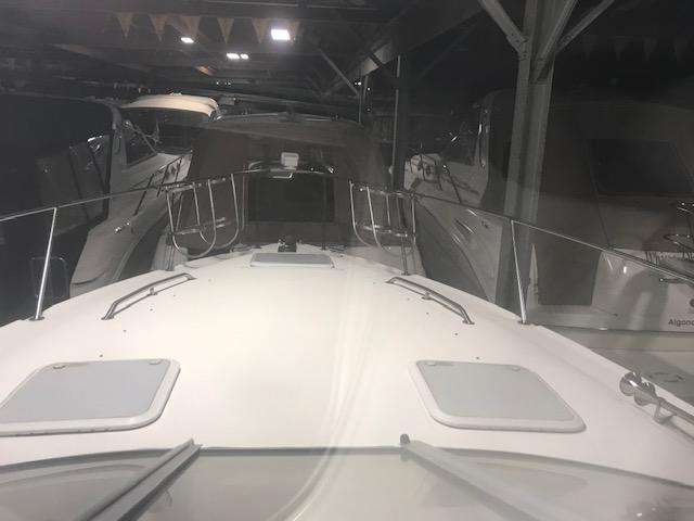 Larson Cabrio 330 Mid Cabin