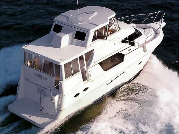 Silverton 453 Motor Yacht Fully Glass Enclosed Running