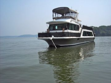 Harbor Master 52 Pilothouse Wide Body At Rest