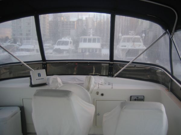 Fully enclosed flybridge
