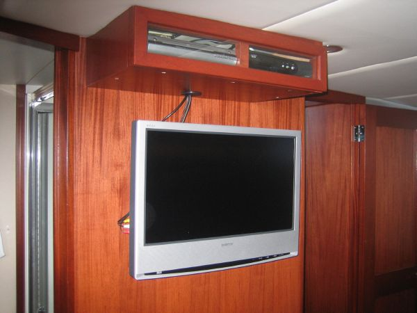 Custom LCD-TV  in salon