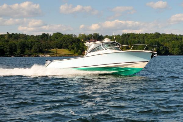 Pursuit 345 Drummond Sportfish Pursuit 345 Drummond Sportfish - Under Power