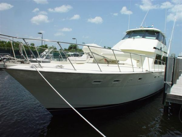 Hatteras Convertible port side bow