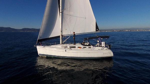 Hunter 38 Sailing