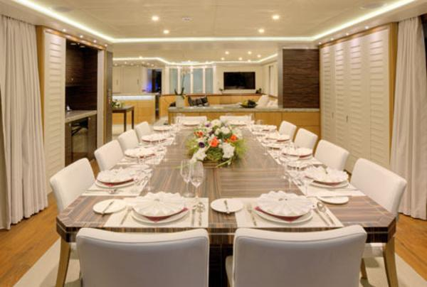 saloon deck dining