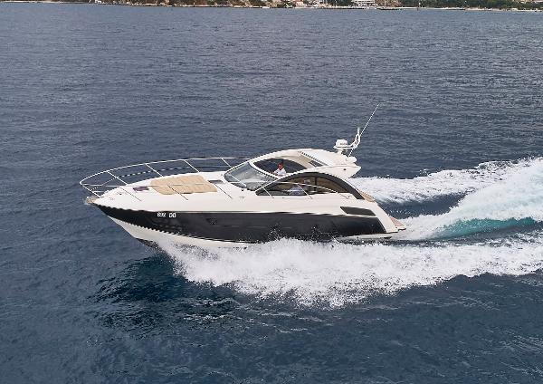 Sunseeker Portofino 40 Boat in navigation