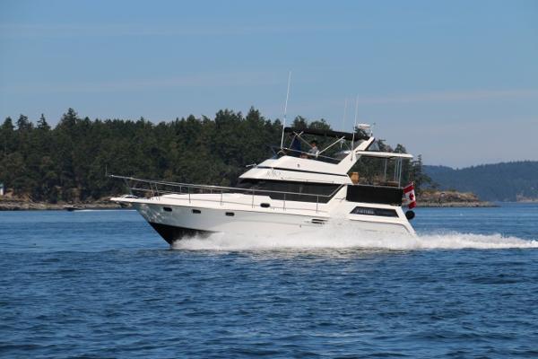 Queenship Aft Cabin MotorYacht