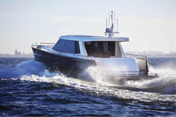 Contest 52MC Motor Yacht Contest 52MC - Stern Profile