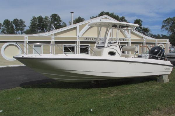 Boston Whaler Dauntless 240