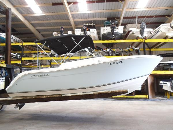 Cobia Boats 220 Dual Console Stored Indoors Since Ne