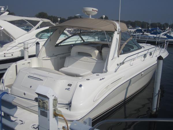 Sea Ray 410 Express Cruiser