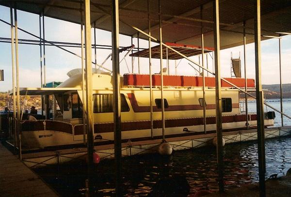 Boatel Flybridge Pontoon Houseboat