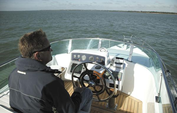 Manufacturer Provided Image: Hardy Commodore 36Hardy Commodore 36 Helm